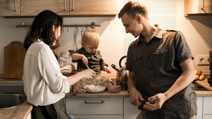 Kapan Bayi Mulai Makan dan Apa Yang Harus Dipertimbangkan?